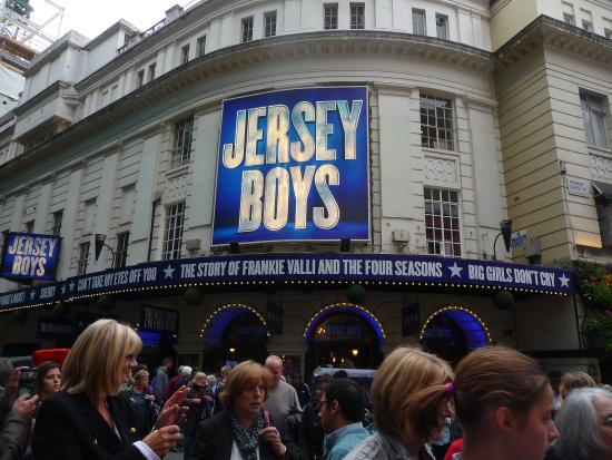 Piccadilly Theatre : exterior.
