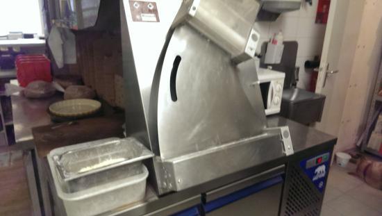 Saint James, Γαλλία: machine pour la pâte a pizza
