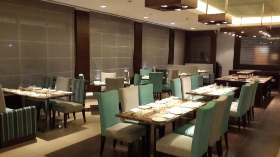 Four Points by Sheraton Vadodra: REstaurant
