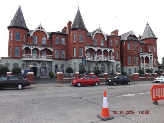 Esplanade Hotel: Front of Hotel