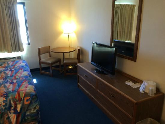 Motel 6 Fargo South: Guest Room