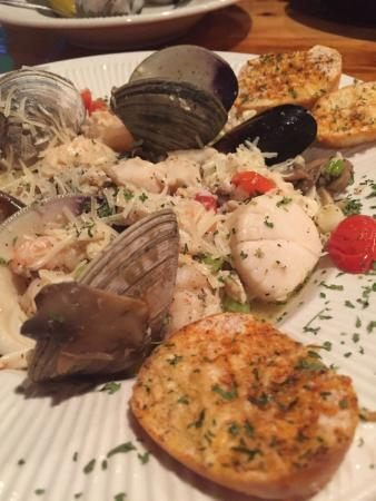 Sammy's Seafood House & Oyster Bar : Seafood extravaganza!!