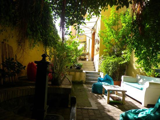 The Beehive: Quiet, lovely garden