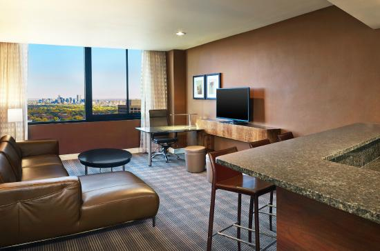 Sheraton Denver West Hotel: King Suite Living Room