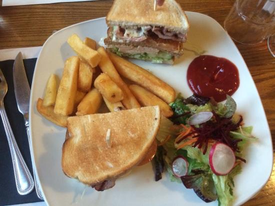 Bolton, UK: The food was fabulous. Club sandwich. Lasagne with garlic bread.