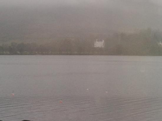 Lochearnhead, UK: White house on the shore
