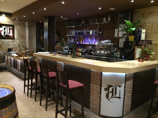 Barra De Restaurante Los Robles De Leon Fotograf A De Los