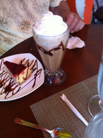 Cafeteria Arte Latte: Cheesecake, cupcake and coffee drink