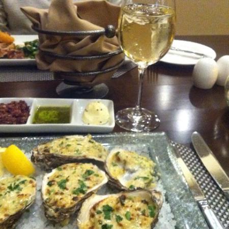 Carolina Cafe: пино гриджо и моллюски под сыром