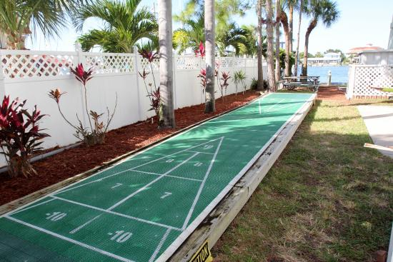 Chart House Suites On Clearwater Bay: Shuffle Board Court