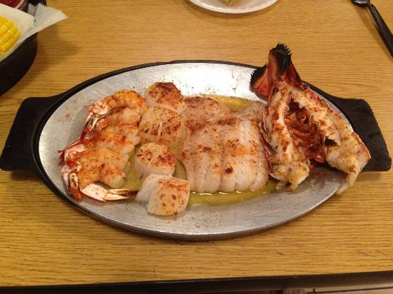 The Awesome Broiled Platter Picture Of Hull S Seafood Market