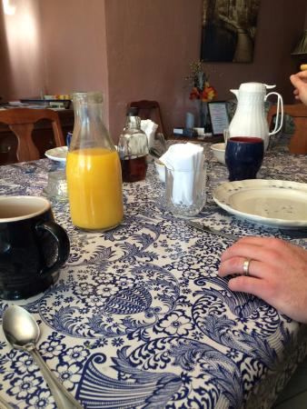 MacDougall House Bed and Breakfast: The breakfast are sooooo yummy!