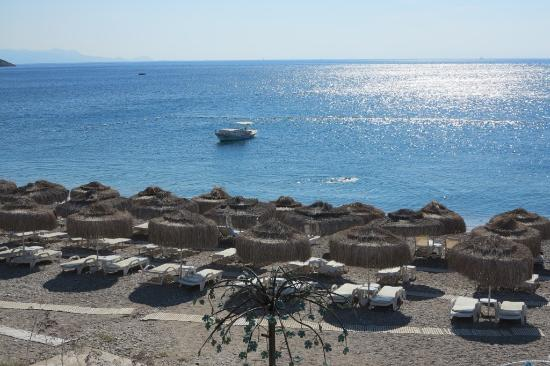 Otel Mavi Beyaz: View of beach from hotel