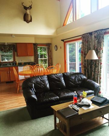 Pittsburg, Nueva Hampshire: Edgewater Cabin - living room