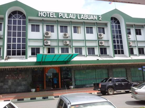 Hotel Pulau Labuan: Hotel Building-view from across the street