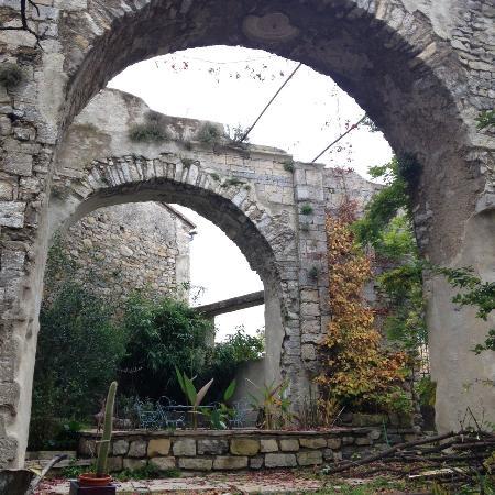 LeMas des Carnassoles : Vestige de l'église du chateau