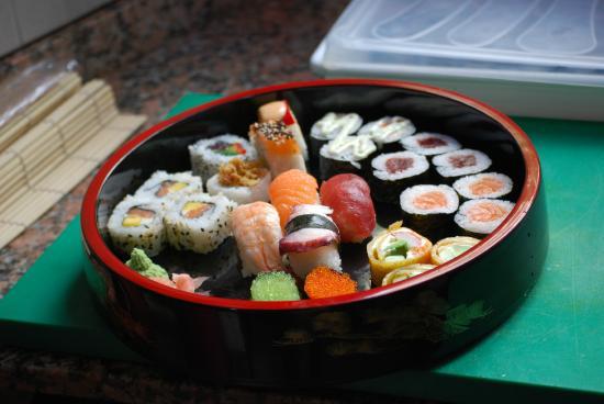 Bandeja de sushi picture of mizushi seville tripadvisor - Bandejas para sushi ...