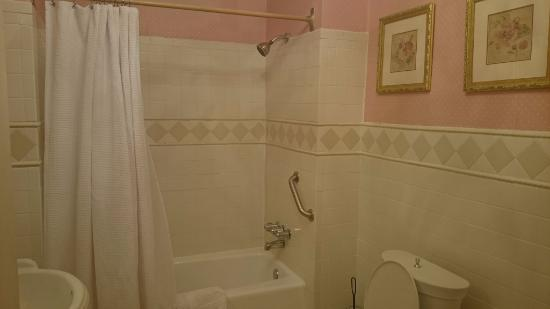 La Reserve Center City Bed and Breakfast: Grand Dame ensuite