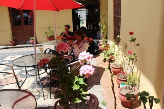 Tulipan's Restaurant & Pizzeria