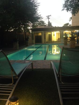 Araiza Mexicali: pool next to gym