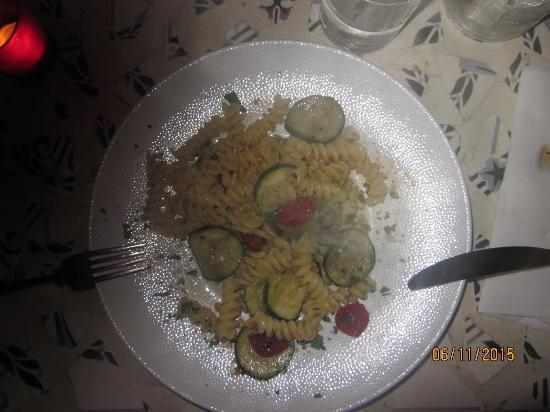 Via Ristorante: pasta met courgette en kerstomaatjes