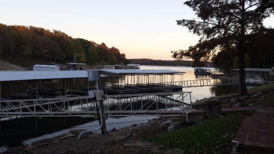 Candlewyck Cove Resort: Morning view of the cove looking towards Grand Lake.