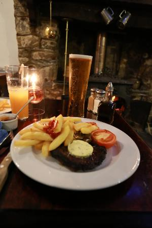 Mamhilad, UK: nice pint and meal