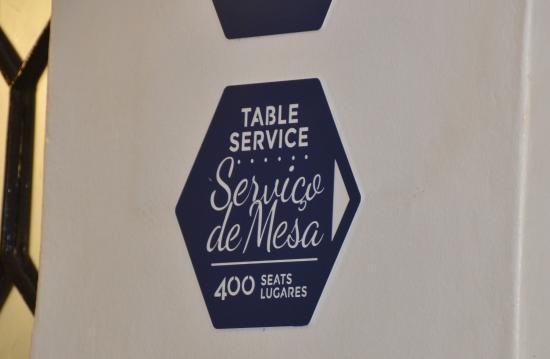 Pasteis de Belem: 400 Sitzplätze und doch meist überfüllt.