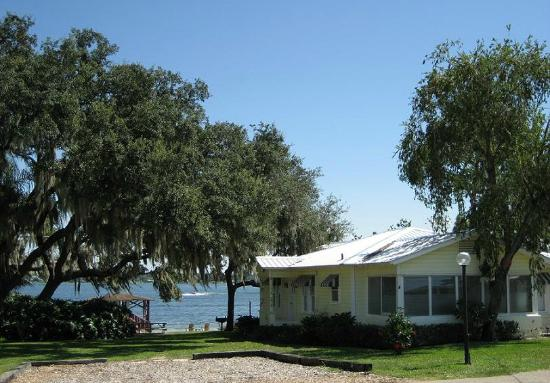 Lakeside Cottages: Exterior 2 Bedroom House to Lakefront