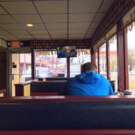 Sellersburg, Indiana: Booths by the buffet counter