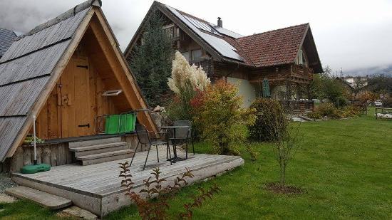 Srednja vas v Bohinju, Eslovenia: Main house and porch of eco house Ajda