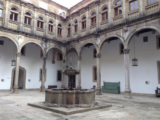 The Hospital Real: Uno de los claustros