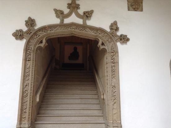 The Hospital Real: Trabajo en piedra del marco de la escalera