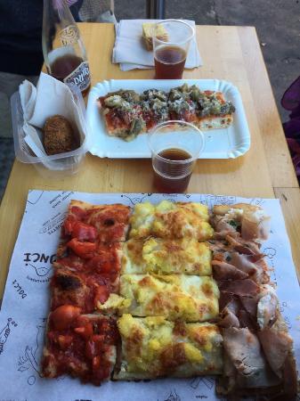 Pizzarium Bonci: Pizzas succulentes et pour tous les goûts ! Le serveur parle français, pratique pour nous expliq
