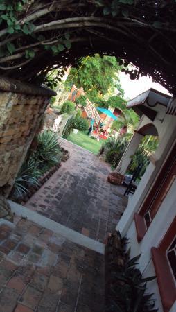 Hotel Paraiso Escondido: Rico caminar por sus jardines.