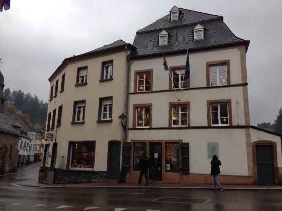 Auberge de l'Our : Отель соседствует с домом Гюго