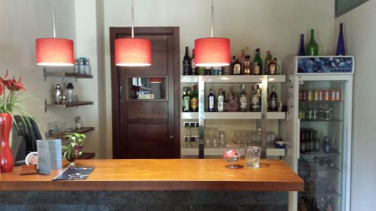 Alcalali, Espagne : bar autoservicio