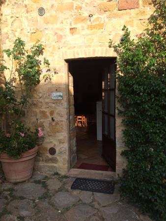 Agriturismo Cretaiole di Luciano Moricciani: The entrance to our room.