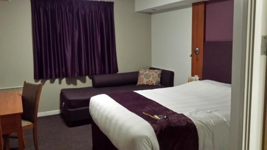 Premier Inn Barnstaple Hotel: Bedroom