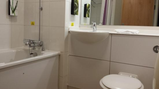 Bathroom picture of premier inn barnstaple hotel barnstaple tripadvisor Premiere bathroom design reviews