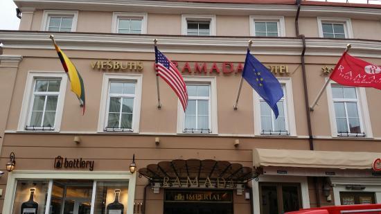 Ramada Hotel & Suites Vilnius: отель