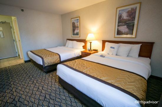 Baymont Inn & Suites Grand Rapids Airport: Standard 2 Queen Bed