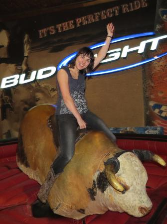 Southern Junction Nightclub and Steakhouse: riding the mechanical bull