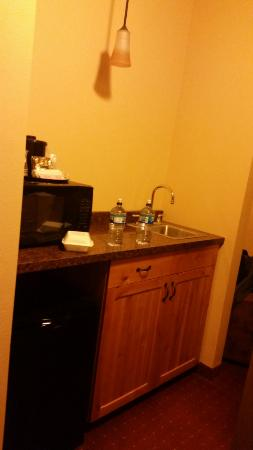 AmericInn Hotel & Suites Fargo South — 45th Street: Sink and microwave