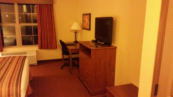 AmericInn Hotel & Suites Fargo South — 45th Street: Television set and desk