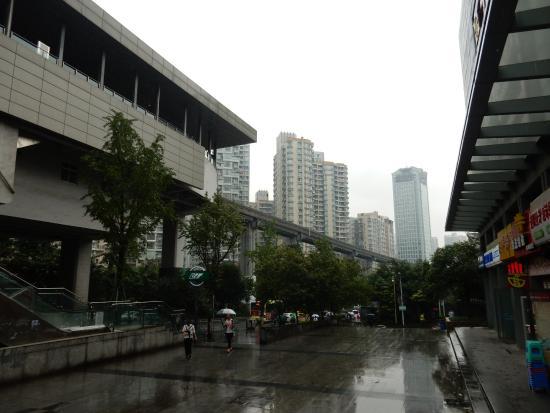 Xuehao Hotel: Station du métro aérien au pied de l'hôtel