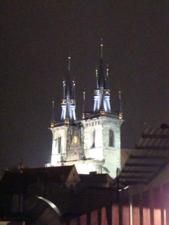 Hotel Dar: Igreja de Nossa Senhora diante de Týn - do terraço