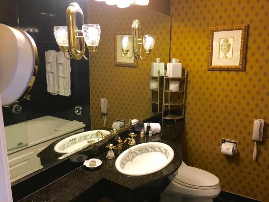 Napoleon 39 s bath tub amazing picture of le pavillon for Bathroom new orleans