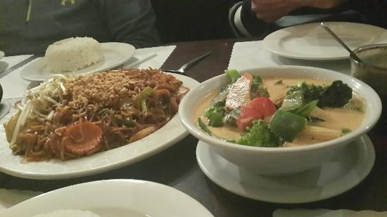 Thai Palace: noodles and curry