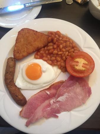 The Lansdown Grove Hotel: Wonderful English breakfast with potatoes, beans, fried tomato, bacon, sausage and fried egg...